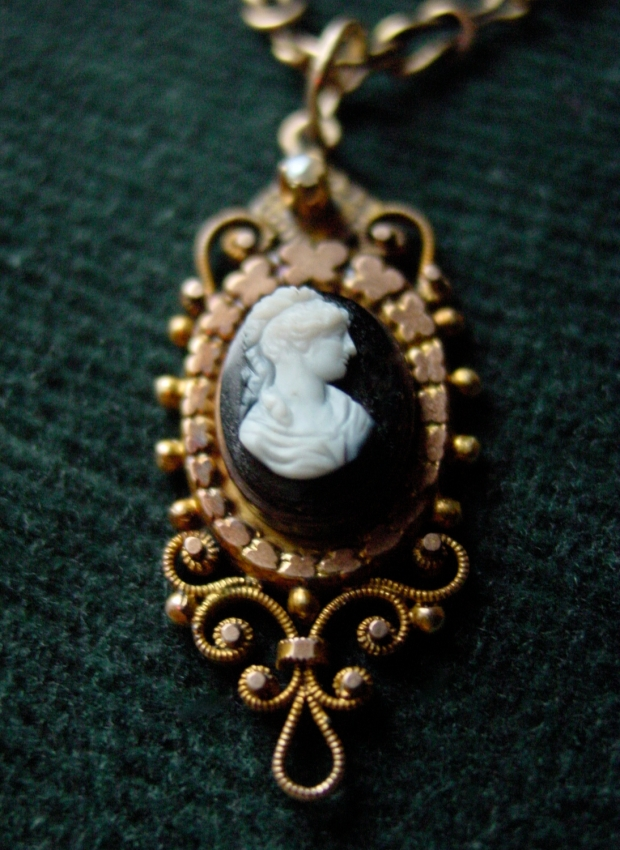 Late Victorian Agate and Seed Pearl Lavalier