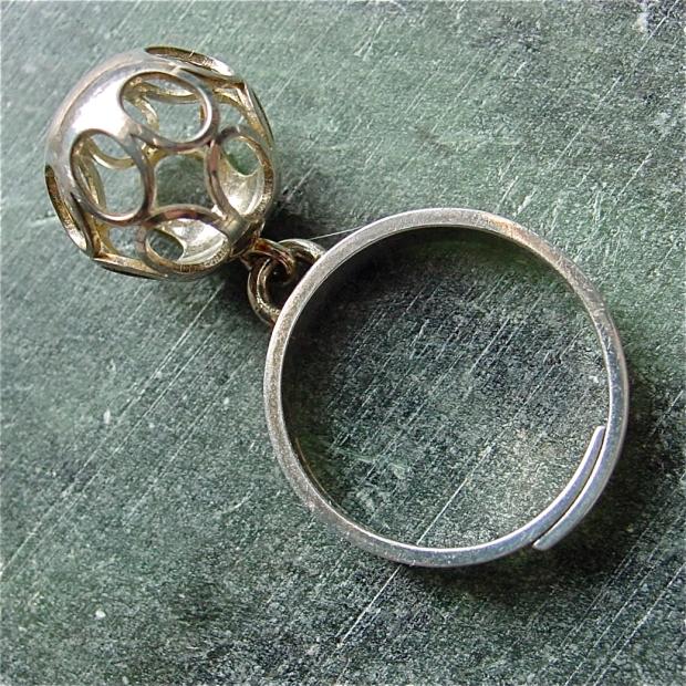 Elis Kauppi for Kupittaan Kulta dangle ring