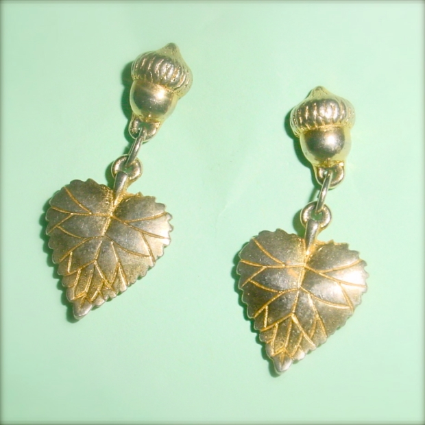 Costume jewellery Acorn earrings