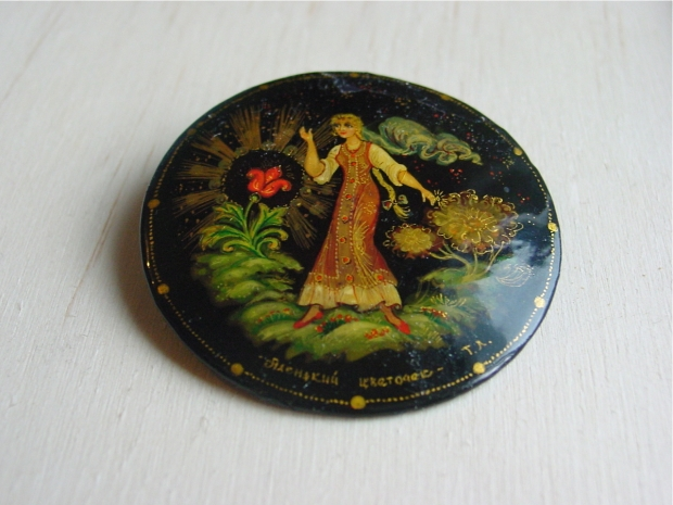Hand painted russian tole brooch