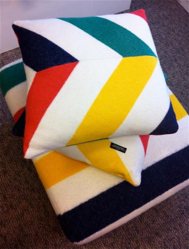Hudson's Bay Point Blanket Pillowa
