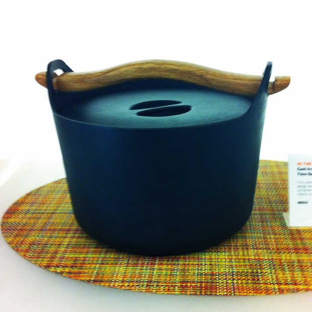 Sarpaneva 3-Quart Cast Iron Casserole with Wooden Handle