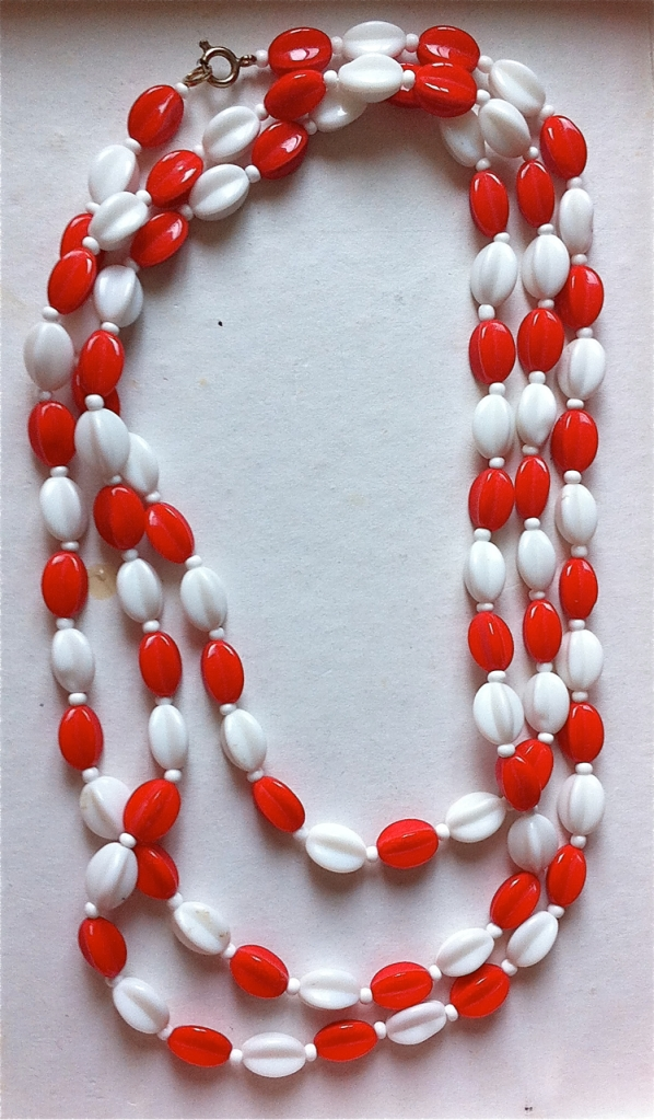 red and white glass bead flapper necklace