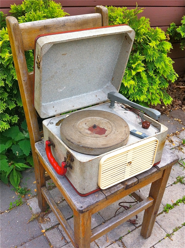 suitcase turntable