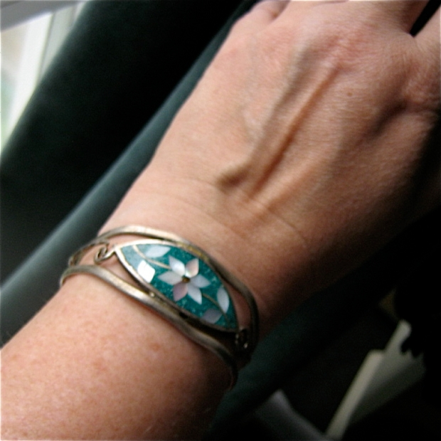 alapca Mexico Crushed turquoisw mother of pearl flower cuff bracelet