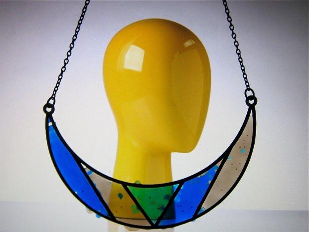makit bakit bib necklace