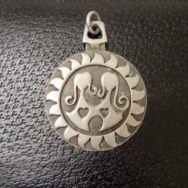 Runs Tennesmed pewter pendant